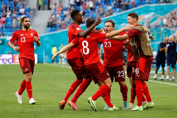 Niềm vui của Shaqiri khi gỡ hoà. Ảnh: UEFA.