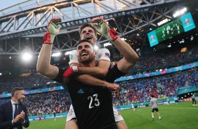 Thủ môn Unai Simon hóa người hùng. Ảnh: UEFA.