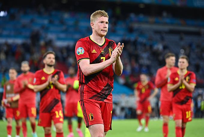 De Bruyne ngậm ngùi rời sân sau thất bại trước Italy. Dù mới trở lại sau chấn thương, anh vẫn thi đấu từ đầu cuối trận. Ảnh: AFP.