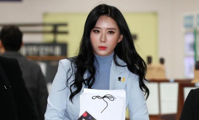 Nhân chứng Yoon Ji Oh bị tố cáo khai gian dối.