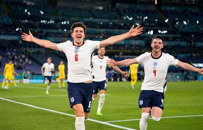 Harry Maguire mừng bàn thắng nâng tỷ số lên 2-0 cho tuyển Anh ở đầu hiệp hai. Ảnh: AFP.