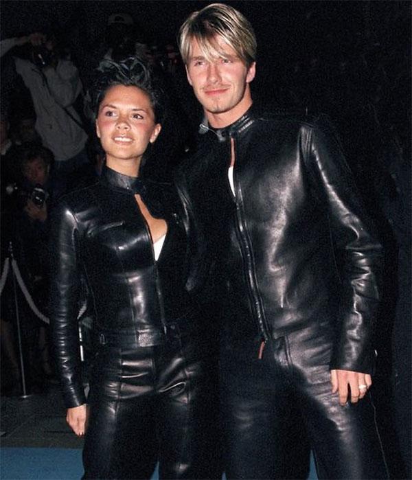 Thời gian đầu mới yêu và cưới, vợ chồng Becks không ít lần mặc đồ ton sur ton. Trong ảnh, cặp đôi biểu tượng thời trang trong bộ đồ da đen nằm trong danh sách bị chê bai.