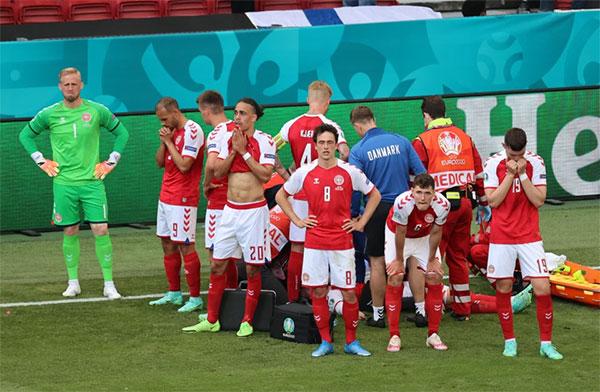 Tai nạn của Eriksen diễn ra đúng trận ra quân của Đan Mạch ở Euro, ảnh hưởng lớn tới tinh thần, tâm lý của toàn đội. Ảnh: Reuters.