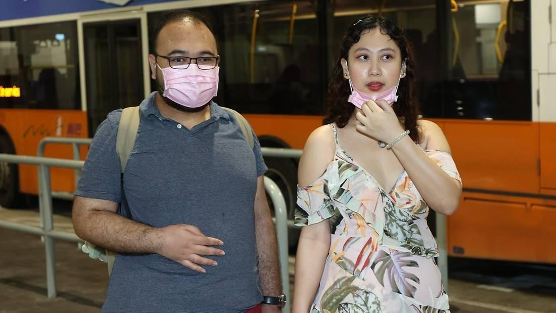 Kristen khi đến với cuộc thi Miss Hong Kong hồi tháng 6. Anh trai là quản lý của cô.