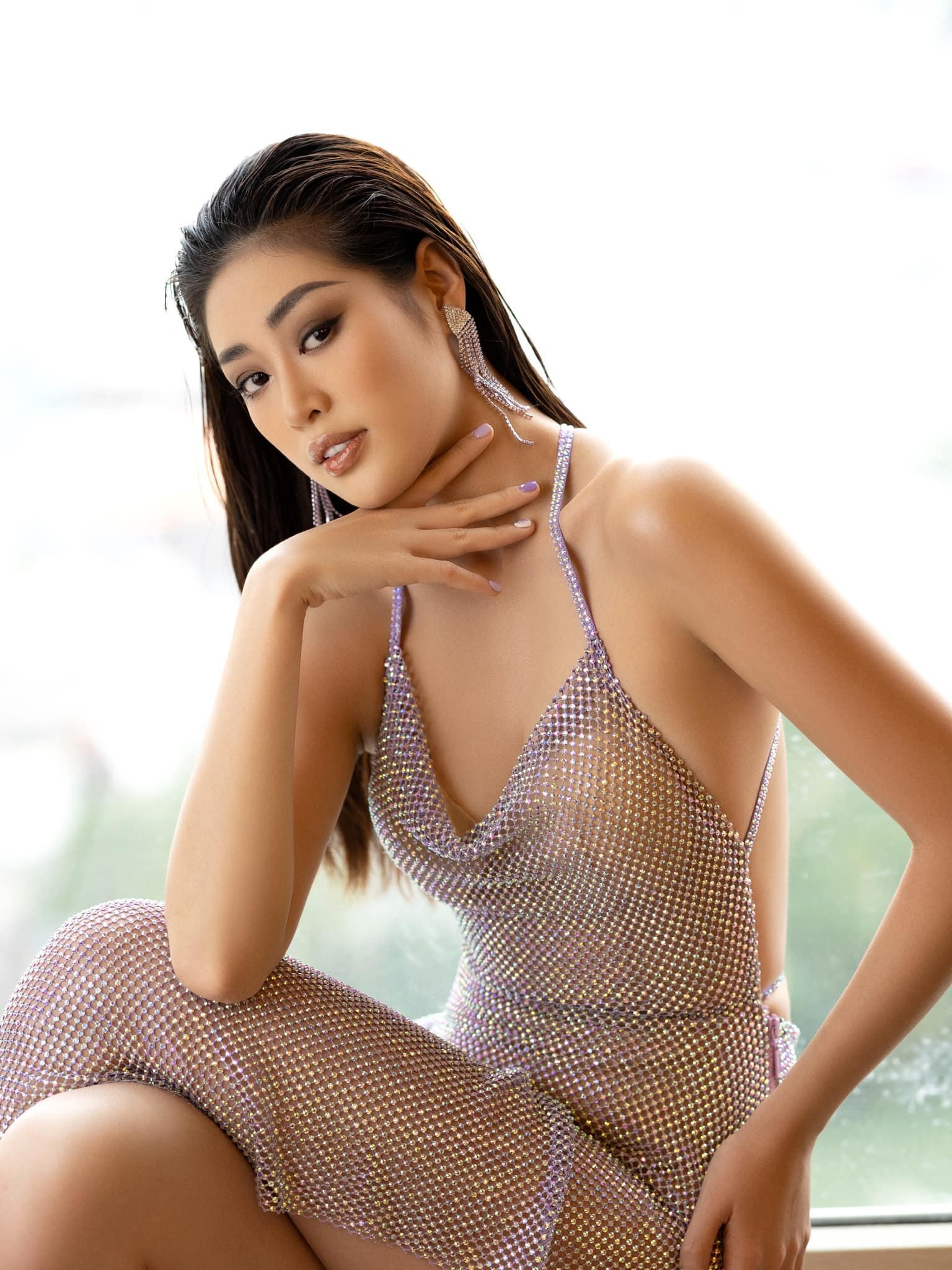 Ở tuổi 26, nhan sắc của Khánh Vân được nhận xét chín muồi và rực rỡ. Mới đây, người đẹp cũng ghi tên vào top 21 Miss Universe nhờ thắng giải bình chọn.