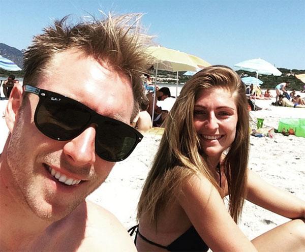Christian Eriksen gặp bạn gái Sabrina Kvist Jensen năm 2012 khi anh còn đang khoác áo Ajax. Tháng 8 năm nay họ sẽ kỷ niệm 9 năm bên nhau. Người đẹp của tuyển thủ Đan Mạch là thợ cắt tóc, có gương mặt ưa nhìn.