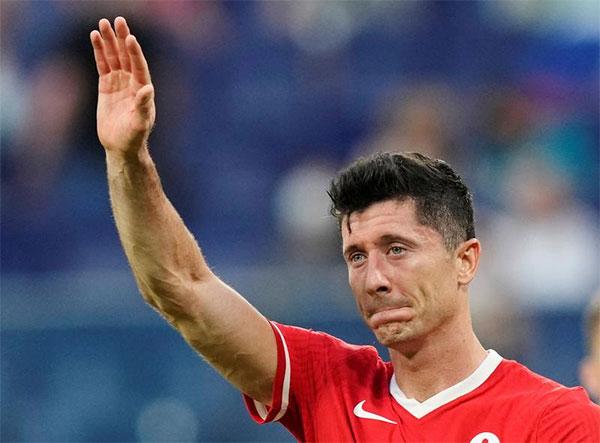 Lewandowski đã có ba bàn thắng ở Euro 2020 nhưng Ba Lan của anh phải dừng bước ở vòng bảng sau khi để thua hai và hòa một. Ảnh: Reuters.
