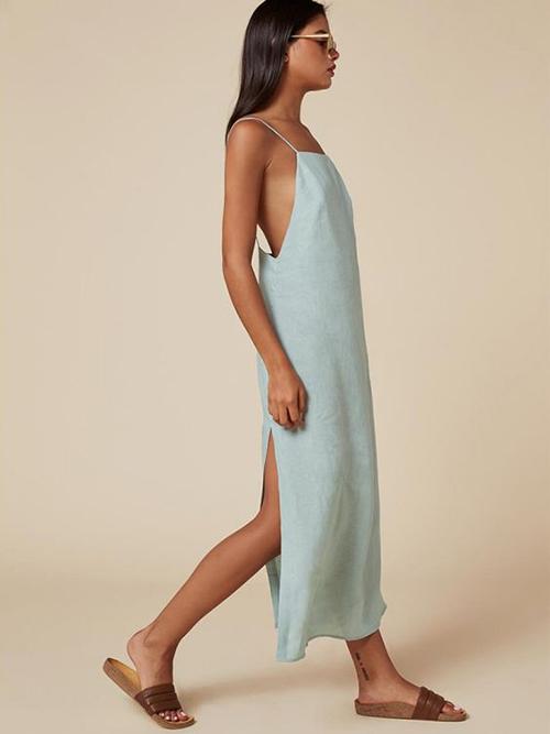Vải dệt tự nhiên còn được sử dụng để mang tới các mẫu váy phá cách, khai thác vẻ đẹp gợi cảm cho người mặc.