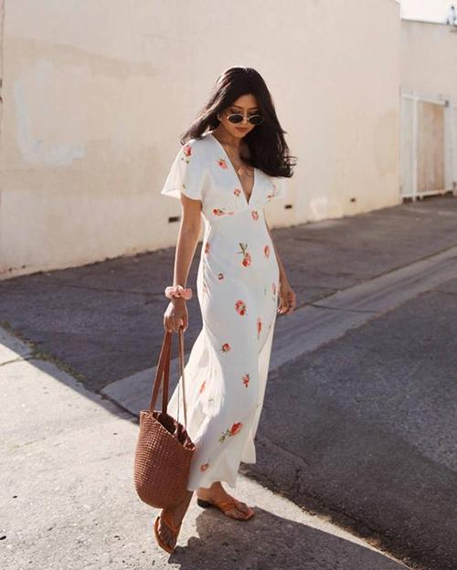 Đầm chiffon hoa là trang phục mùa hè dành cho các bạn gái chuộng phong cách bánh bèo.
