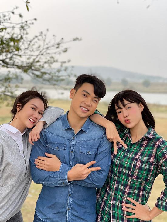 Các diễn viên Hương Giang, Duy Khoa, Thanh Hương trong vai Tuyết, Việt, Lệ khi còn là học sinh.