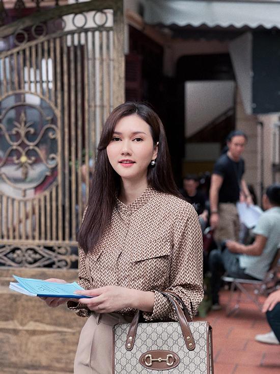 Hương Giang tại hậu trường phim.