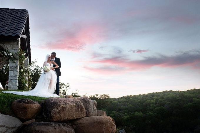 Cặp giám khảo The Voice tổ chức đám cưới vào chiều 3/7 tại điền trang của Blake Shelton.