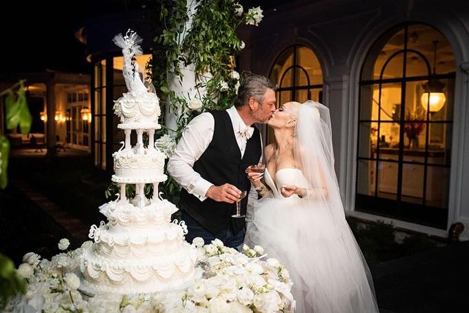 Gwen Stefani khoe ảnh cưới với người hâm mộ.