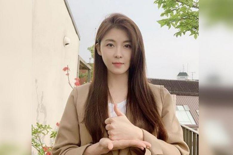 Ha Ji Won trẻ trung ở tuổi 43.