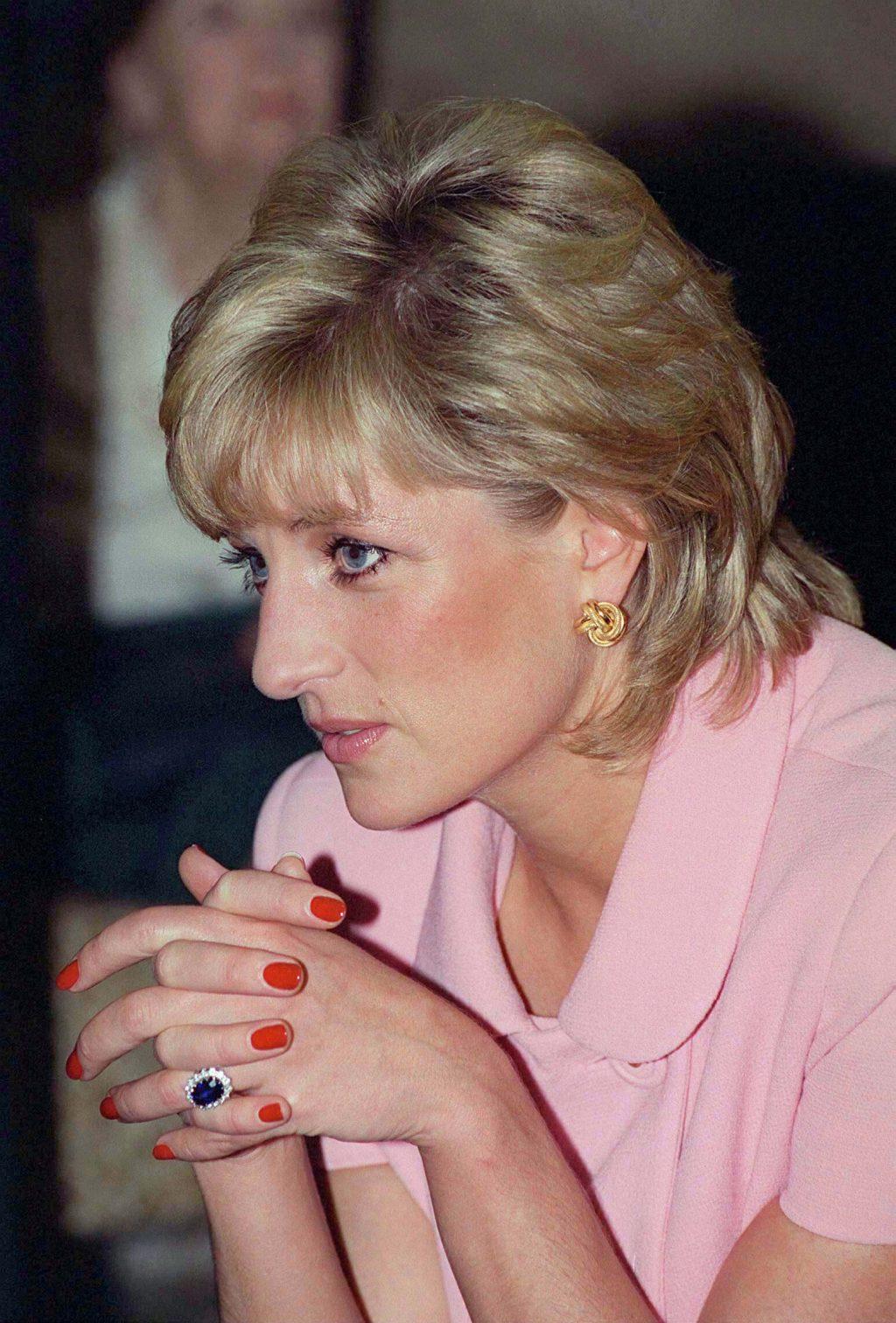 Công nương Diana khoe vẻ đẹp khoẻ khoắn,