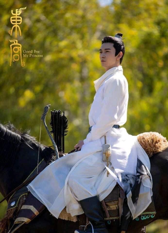 Phim Đông Cung, chi tiết nào làm lộ ra điều kỳ quặc trong trang phục cổ trang nam diễn viên chính mặc?>> Đáp án