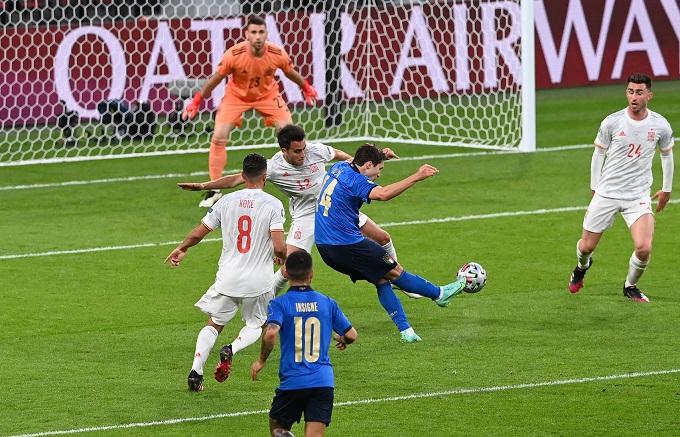 Tuyệt phẩm của Chiesa. Ảnh: UEFA.