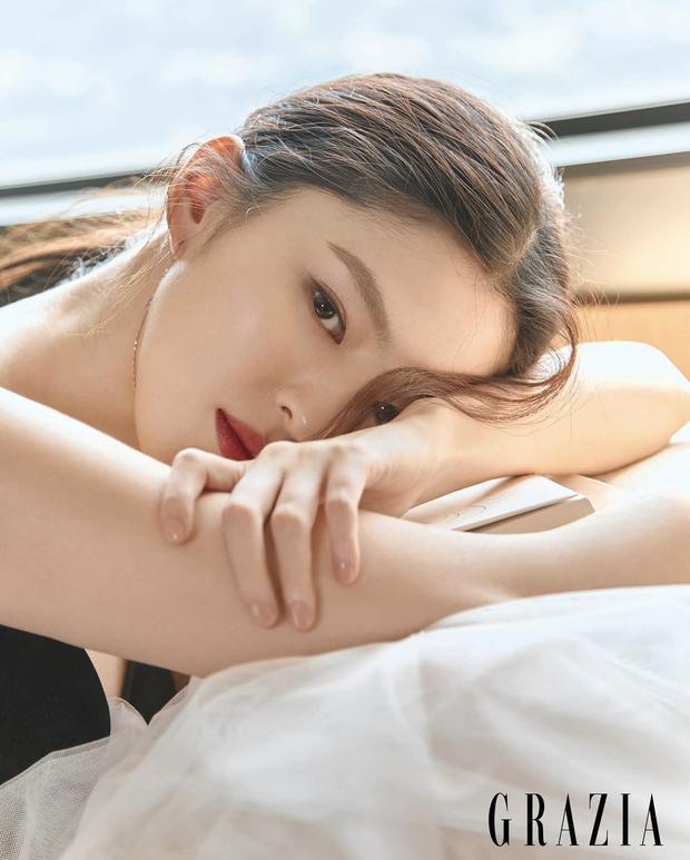 Vẻ đẹp gợi cảm của Han So Hee  - 2