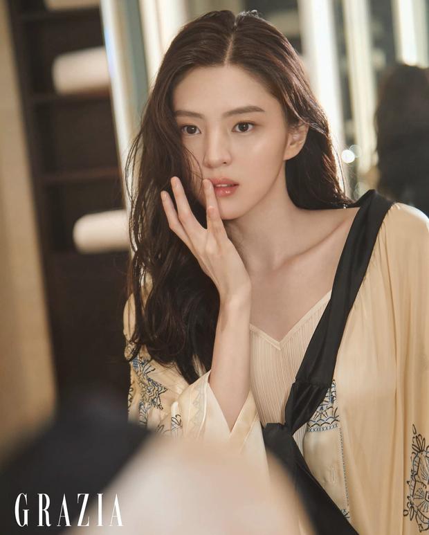 Vẻ đẹp gợi cảm của Han So Hee  - 3