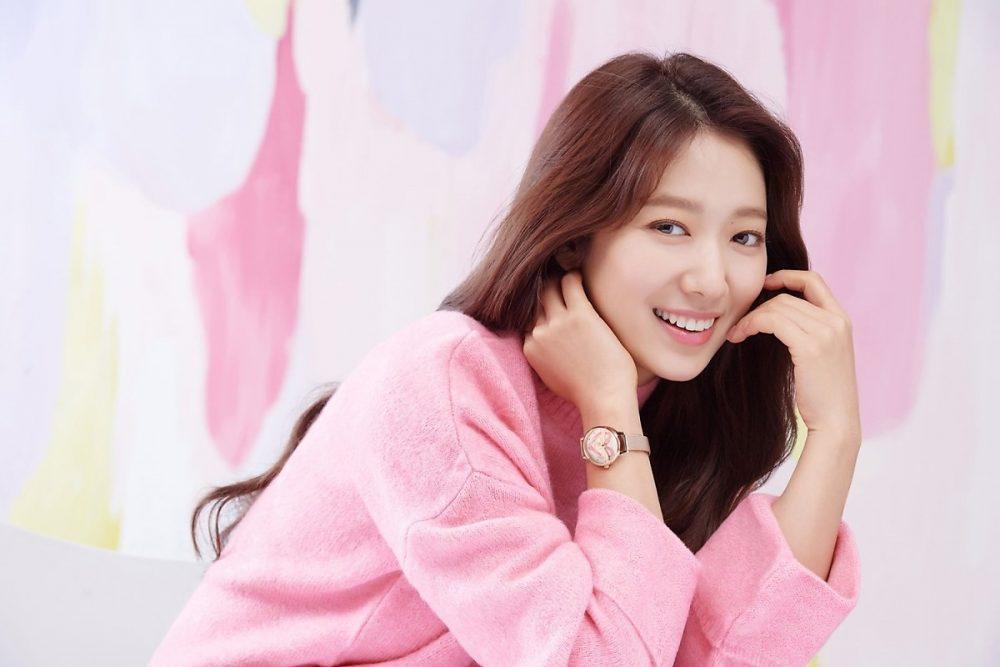Park Shin Hye giữ được làn da căng mịn như thời mười tám, đôi mươi.
