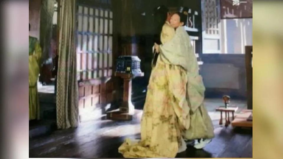 Phim Thượng Dương Phú, Chương Tử Di đóng vai Vương Huyên và mắc phải sai sót gì về trang phục?>> Đáp án