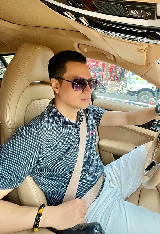 Việt Anh sở hữu nhà đẹp, xe sang nhờ kinh doanh bên cạnh làm nghệ thuật.