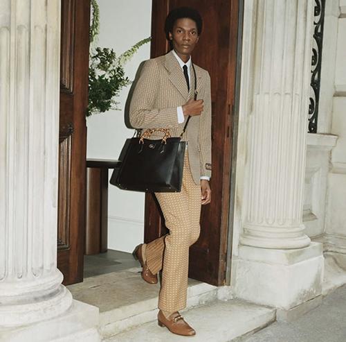 Gucci Diana còn có cả dòng thiết kế dành cho nam giới với phom lớn nhất của mẫu túi này.