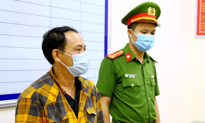 Nghi can Cương (góc trái) tại cơ quan điều tra. Ảnh: Công an cung cấp