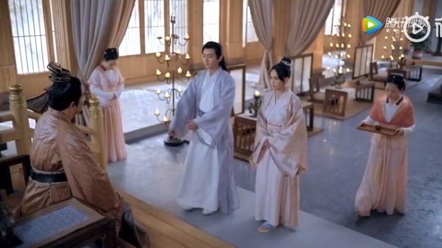 Độc cô hoàng hậu Trần Kiều Ân khiến khán giả cười bò vì sao?>> Đáp án