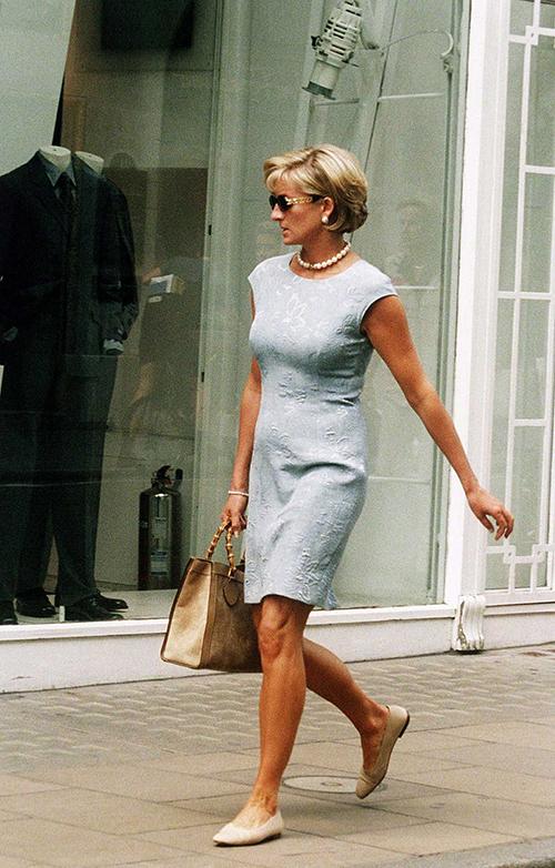 Diana và mẫu túi Gucci được cưng chiều - 2