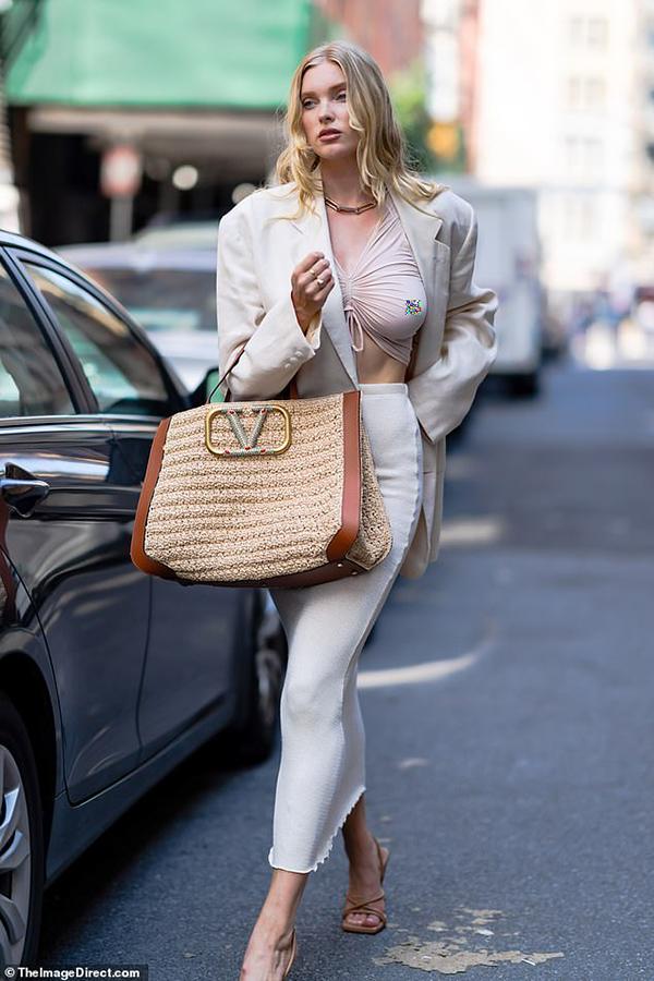Elsa Hosk trên đường phố New York hôm 6/7.