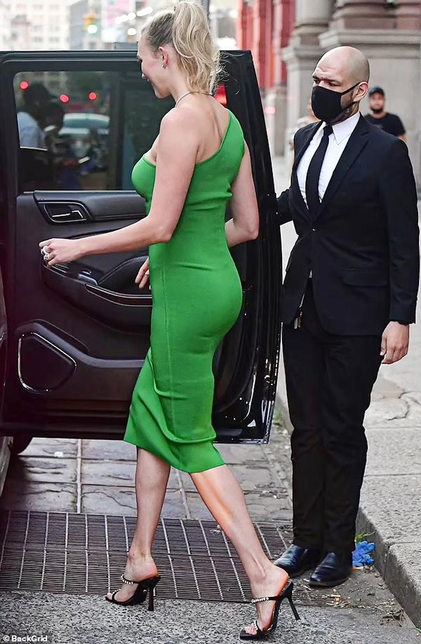 Trước đây, nàng dâu nhà Kushner sở hữu thân hình mảnh khảnh, nhưng cô đã có đường cong ấn tượng hơn sau khi sinh nở.