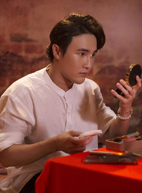 Huỳnh Lập tự trang điểm và đảm đương nhiều công việc khi sản xuất mùa 3 Một nén nhang.