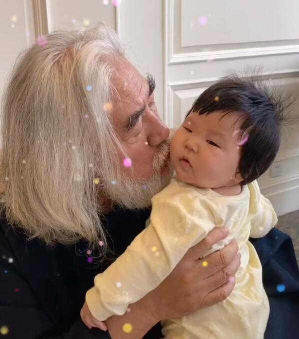 Ông Trương Kỷ Trung và con gái.
