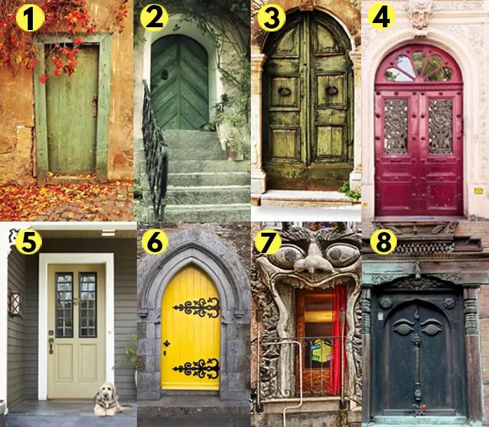 8 cánh cửa, tượng trưng cho 8 lối đi trong cuộc đời.