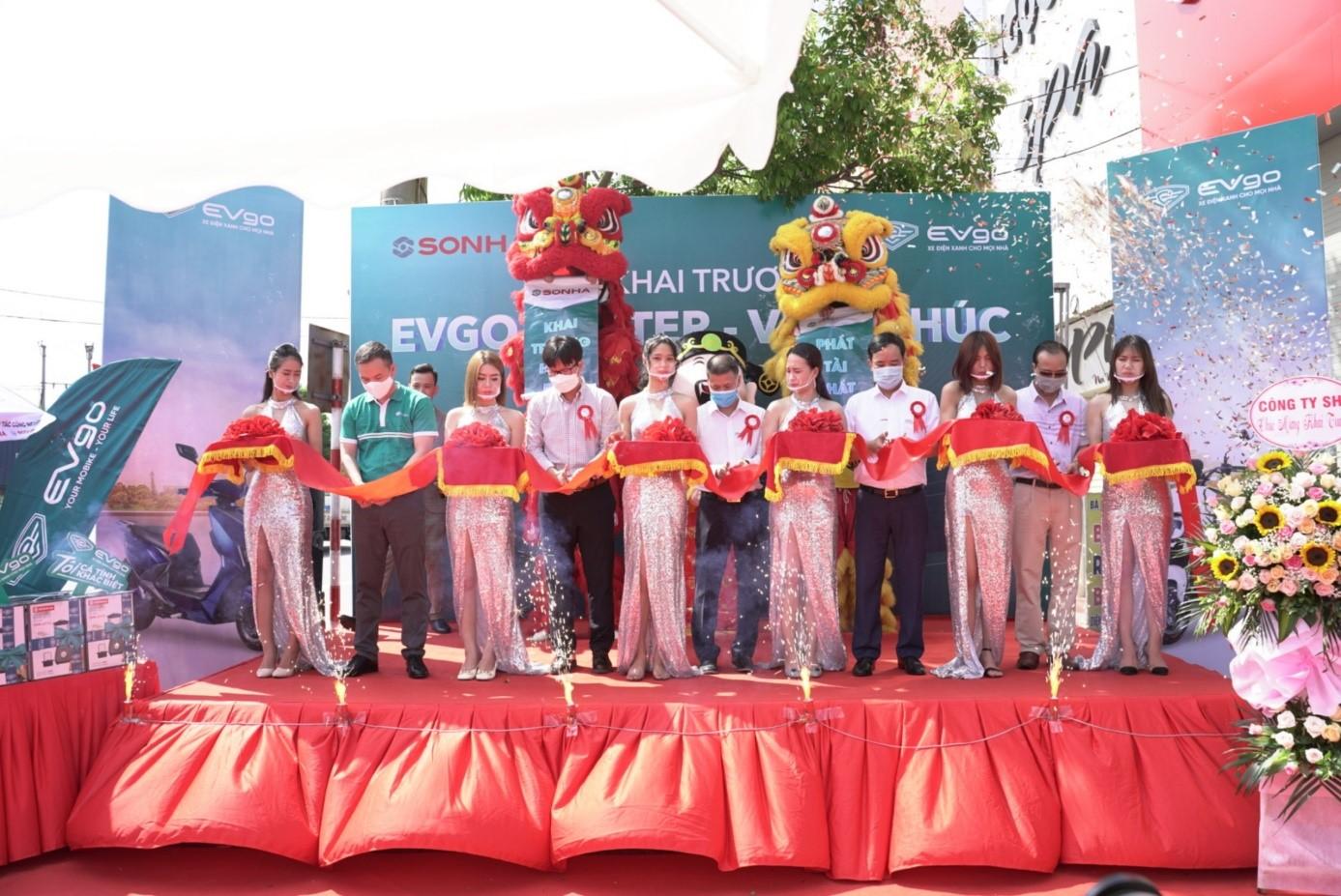 Cắt băng khai trương EVgo Center Vĩnh Phúc.
