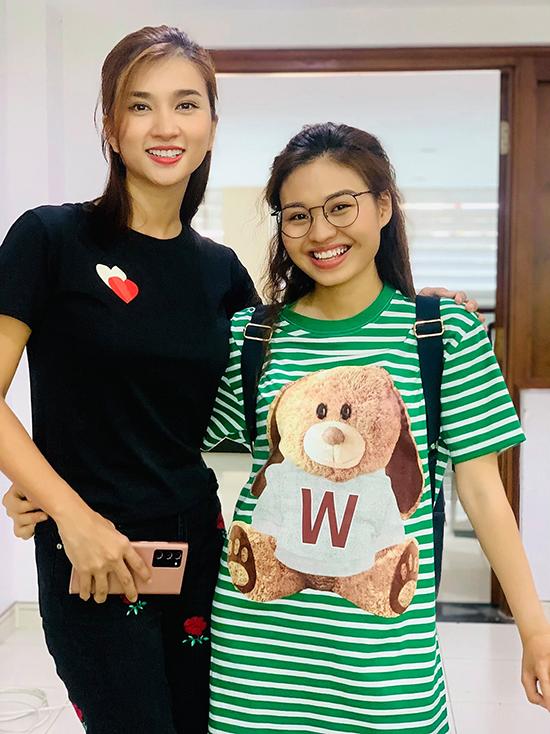 Lê Lộc và Kim Tuyến ở hậu trường phim.