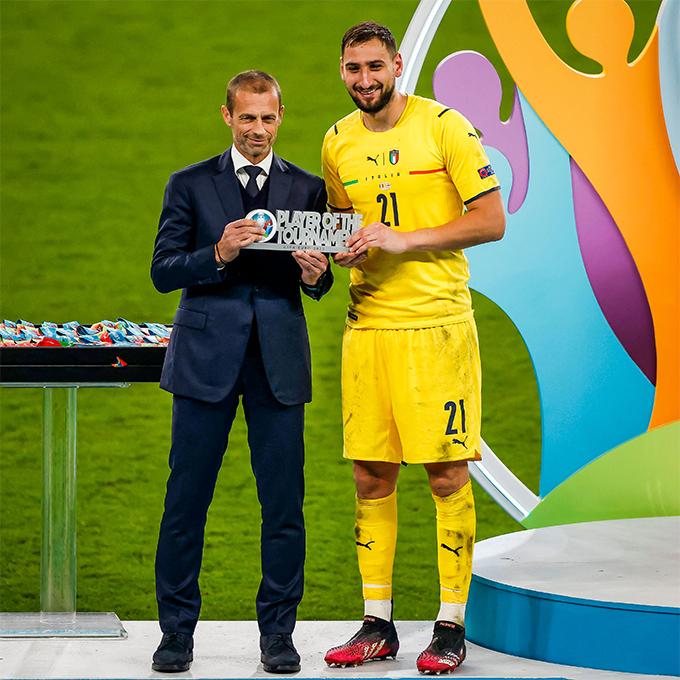 Thủ môn Gianluigi Donnarumma nhận danh hiệu Cầu thủ hay nhất Euro 2020. Ảnh: Twitter.