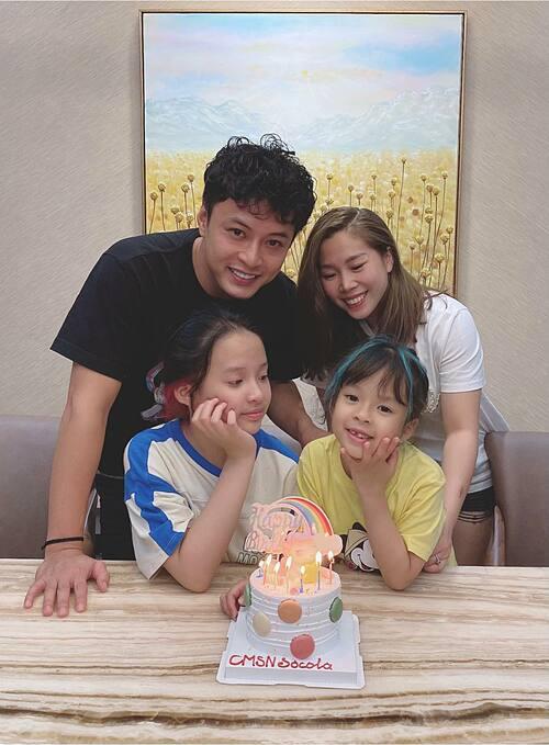 Gia đình Hồng Đăng mừng sinh nhật con gái út đơn giản tại nhà.