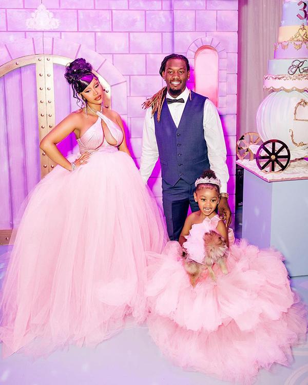 Gia đình Cardi B tại bữa tiệc sinh nhật xa hoa của con gái cô.