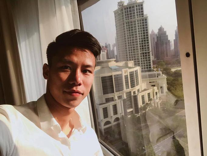 Quế Ngọc Hải selfie trong phòng cách ly tại Hà Nội. Ảnh: QNH.