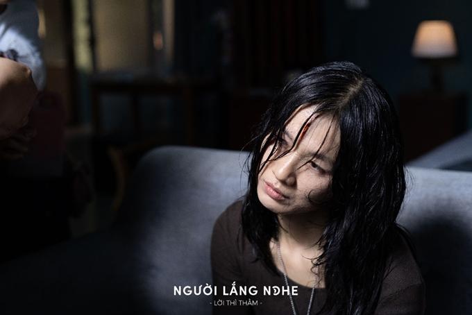Oanh Kiều vào vai nhà văn bị ma ám trong phim Người lắng nghe: Lời thì thầm.