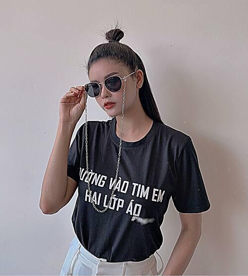 Style áo thun ngầu của ca sĩ Trương Quỳnh Anh.