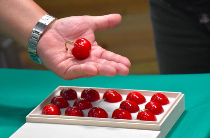 Hộp cherry được bán với giá 93,7 triệu đồng.