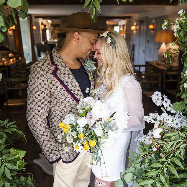 Emma Bunton vừa tổ chức lễ cưới với bạn trai lâu năm.