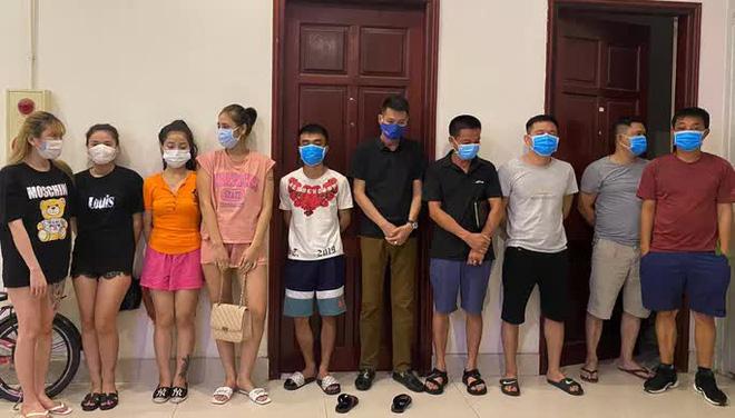 Một nhóm người liên quan vụ sử dụng ma túy trong khách sạn. Ảnh:Công an Hà Nội.