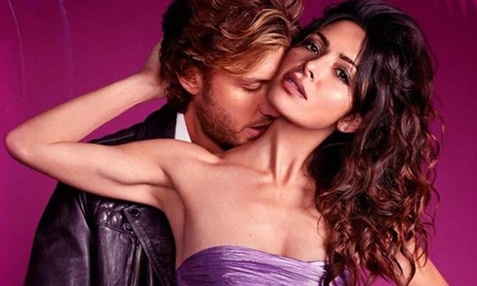 Sarah Shahi và Adam Demos trong Sex/Life.