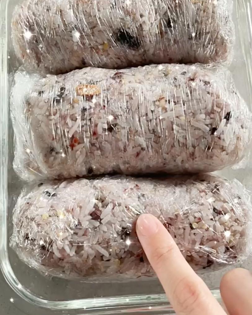 Cuộn cơm của Tóc Tiên.