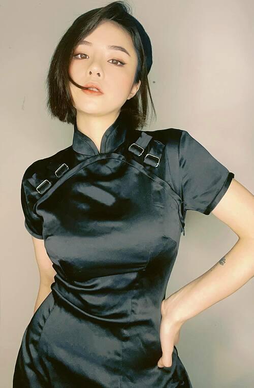 Ca sĩ Thái Trinh tiết lộ đã giảm 6kg nhưng bạn bè và khán giả không tin cho rằng cô đăng ảnh cũ. Nữ ca sĩ liền khẳng định ảnh mới chụp hồi nãy.