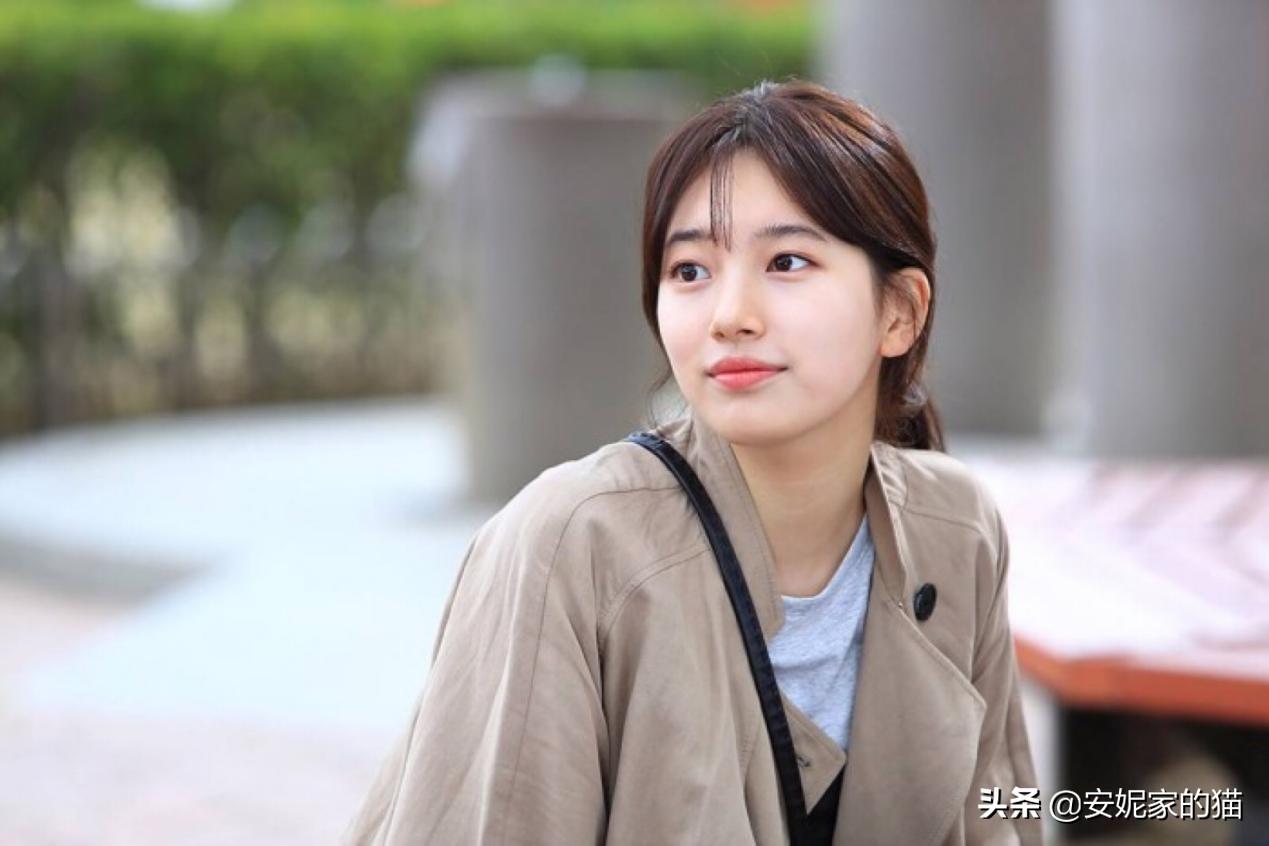 Phương pháp rửa mặt 4 - 2 - 4 của Suzy trở thành bí quyết làm đẹp quốc dân.